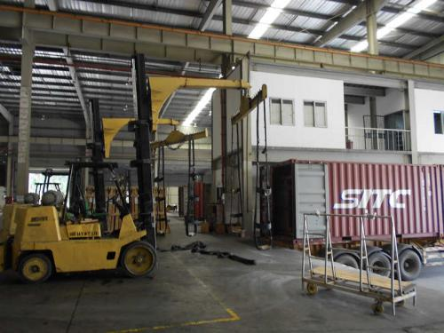 Forklift Jib Attachment Use In Glass Transport